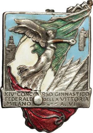 obverse: Benito Mussolini (1883-1945), Duce d Italia. Spilla A.VI per il XIV Concorso ginnastico Federale della Vittoria - Milano (41x28 mm).     AE argentato e smalti.      SPL.