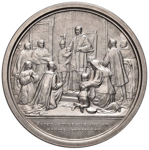 R/ Benedetto XV (1914-1922). Medaglia anno III (1917) AG diam. 44 mm. Opus Francesco Bianchi. Promulgazione del codice di Diritto canonico. Bartolotti E917. FDC