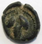 reverse: Mondo Greco. Apulia. Arpi. III sec. a.C.AE 14. D/ Testa di Athena con elmo corinzio a destra. R/ APΠANOY. Grappolo d uva. SNG ANS 646. Peso gr. 2,97. Diametro 14 mm. qBB.Patina.