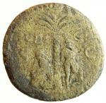 reverse: Impero Romano. Vespasiano. 69-79 d.C. Sesterzio. Coniato a Roma nel 71 d.C. Ae. D\ IMP CAES VESPASIAN AVG P M TR P P P COS III Testa laureata verso destra. R/ IVDAEA CAPTA, nel campo Vespasiano in piedi verso destra con una piede appoggiado su di un elmo, al centro una palma, a destra una Ebreo seduto su di una corazza, in esergo S-C. RIC II 167. Peso 17,80 gr. Diametro 30,2 mm. MB. (Tentativo maldestro di ripatinare la moneta rimosso).