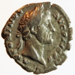 obverse: Impero Romano. Antonino Pio. 138-161 d.C. Denario. Ag. D/ ANTONINVS AVG PIVS P P Busto con testa laureata a destra. R/ TEMPLVM DIVI AVG REST, in esergo COS IIII. Tempio Octastilo con statue di Augusto e Livia. RIC 143. Peso gr. 3,08. Diametro mm. 17,50. qBB. R.°°