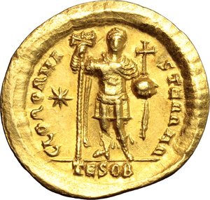 Roman Empire.Theodosius II (408-450). AV Solidus, Thessalonica mint, 424-425 AD.Obv. Bust of Theodosius frontal, helmeted, cuirassed, holding javelin and shield.Rev. Theodosius standing frontal,  holding labarum and cross-globe.RIC 362.AV.g. 4.50 mm. 22.00EF.