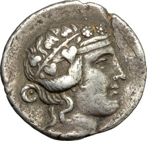 Greece.Islands off Thrace, Thasos. AR Tetradrachm, 168-148 BC.Obv. Head of Dionysos right, wearing ivy-wreath.Rev. Heracles standing frontal, head left; holding club; lion s skin draped over left arm.SNG Cop. 1039.AR.g. 15.37 mm. 31.00Grey patina. Flan bent.About VF.