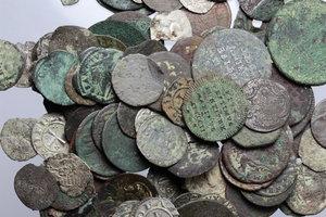 obverse:  Lotto di circa 110 monete di zecche italiane del centro Italia.          Lotto da vagliare. Qualità mediamente bassa. Notevole la presenza della zecca di Urbino