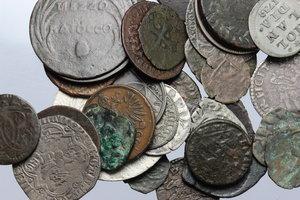 obverse:  Interessante insieme di 41 monete di differenti zecche e periodi.     AG MI e AE.     Nel lotto è presente un nucleo di monete medievali. Notati in particolare grosso per Pavia, grossetto per Ferrara.