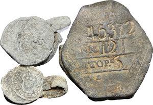 obverse:  Lotto di tre belle plumbee da classificare, due sicuramente papali.     PB.   mm. 19.00   In una bolla si legge nitidamente Pietro Orsini