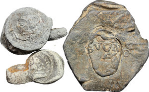 reverse:  Lotto di tre belle plumbee da classificare, due sicuramente papali.     PB.   mm. 19.00   In una bolla si legge nitidamente Pietro Orsini
