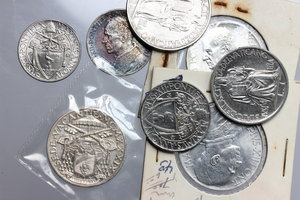 obverse: Roma.  Lotto di 8 monete: 10 lire 1930, 10 lire 1939 (sede vacante), 10 lire 1947, 5 lire 1939, 2 lire 1942, 1 lira 1942, 50 cent. 1942, 20 cent. 1942.           SPL-FDC.