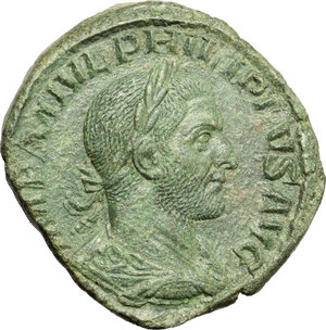 Philip I (244-249).  AE Sestertius. Obv. IMP M IVL PHILIPPVS AVG. Laureate, draped and cuirassed bust right. Rev. PAX AETERNA SC. Pax standing left, holding branch and sceptre. RIC 184 a. C. 105. AE. g. 16.11  mm. 31.00   A magnificent portait. Superb emerald green patina. About EF/About VF.
