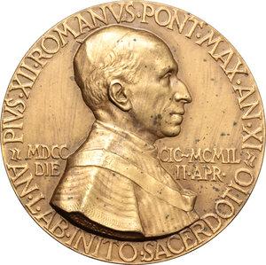obverse: Pio XII (1938-1959), Eugenio Pacelli. Medaglia A. XI, 1949.  D/ Busto a destra con mozzetta e stola. R/ SALVS POPVLI ROMANI. La Madonna col bambino.  AE.   mm. 61.00    SPL+.