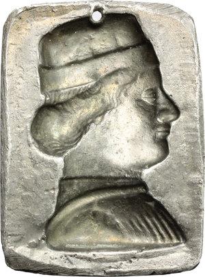 reverse:  Placchetta in piombo dorato (56 X 41 mm) con ritratto signorile.        mm. 81.00    BB.