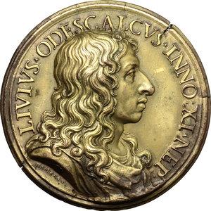 obverse: Livio Odescalchi (1652-1713). Medaglia 1685 per il rafforzamento del castello di Ceri.  D/ LIVIVS ODESCALCVS INNO XI NEP. Busto a destra; nel taglio del braccio, lupa con i gemelli; sotto, HAMERANVS. R/ DVX CERE. Allegoria della Sicurezza seduta accanto ad un'ara accesa e attorniata da trofei d'armi; ai suoi piedi, scudo inscritto SECVRITAS. In lontananza, le fortificazioni di Ceri ed il mare.  AE dorato.   mm. 43.00 Inc. Giovanni Hamerani.  Tondello fratturato. SPL/qSPL.