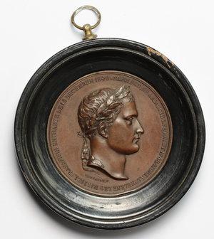obverse: Napoleone I (1804-1814). Medaglia per il trasferimento della sepoltura in Francia il 5 Dicembre 1840. In montatura di legno con appiccagnolo (diametro 78 mm).     AE.   mm. 52.00    qSPL.