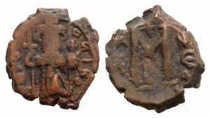 D/ Constans II (641-668). Æ 40 Nummi 4.82gr. Constantinople. Constans standing facing, wearing crown and chlamys, and holding long cross and globus cruciger. R/ Large m. MIB 162a; DOC 63; Sear 1000. Brown patina, Very Fine