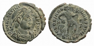 D/ Valentinian I (364-375). Æ (17mm, 2.10g, 2h). Siscia, 367-375. Diademed, draped and cuirassed bust r. R/ Valentinian standing r., head l., dragging bound captive to l. and holding banner inscribed with chi-rho. RIC IX 14a.xvii; cf. LRBC 1331. Green patina. Good VF