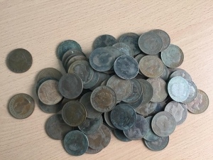 D/ Lotto di circa 90 penny inglesi da classificare LOT SOLD AS IS, NO RETURNS