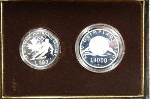 obverse: Zecche Italiane. San Marino. Anno 1988. Dittico di monete d Argento Celebrative della XV Olimpiade invernale di Calgary (L.500) e della XXIV Olimpiade di Seul (L.1000) in Confezione.
