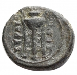 R/ Mondo Greco - Sicilia Siracusa. 214-212 a.C. Ae. D/ Testa di Apollo verso sinistra. R/ Tripode ΣΥΡΑΚΟΣΙΩΝ. Calciati 212. Peso 1,79 gr. Diametro 13,8 mm. BB+. Patina Verde.