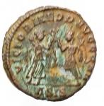 R/ Impero Romano - Costanzo II. 337-361 d.C.:D\ CONSTANTIVS P F AVG Testa diademata verso destra. R\ VICTORIAE DD AVGGQ NN due vittorie stante di fronte tendono due ghirlande, nel centro ramo di palma, in esergo A SIS. RIC 194. Peso 1,07 gr. Diametro 15,7 mm.SPL.BB++.