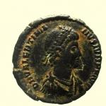 D/ Impero Romano. Valentiniano II. 375-392 d.C. : Ae. D\ D N VALENTINIANVS IVN P F AVG Busto verso destra. R\ VRBS ROMA Roma seduta regge una vittoria, nel campo a sinistra Θ, a destra Φ, in esergo ANTΔ. Peso 2,4 gr. Diametro 18 mm. BB+.