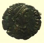 D/ Impero Romano. Teodosio I. 379-395 d.C. : Ae. D\ DN THEODOSIVS PF AVG Busto verso destra. R\ GLORIA ROMANORVM Imperatore a cavallo verso destra, zecca di Siscia. Peso 1,6 gr. Diametro 17,4 mm. BB.