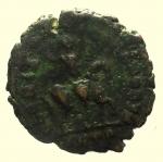 R/ Impero Romano. Teodosio I. 379-395 d.C. : Ae. D\ DN THEODOSIVS PF AVG Busto verso destra. R\ GLORIA ROMANORVM Imperatore a cavallo verso destra, zecca di Siscia. Peso 1,6 gr. Diametro 17,4 mm. BB.