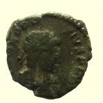 D/ Impero Romano. Teodosio I. 383-388 d.C. : Ae. D\ DN THEODO-SIVS PF AVG Busto verso destra. R\ GLORIA REI-PVBLICE Camp gate, nel campo a sinistra lettera B, in esergo TES. RIC 62b. Peso 0,9 gr. Diametro 12,3 mm. BB+. R.