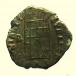R/ Impero Romano. Teodosio I. 383-388 d.C. : Ae. D\ DN THEODO-SIVS PF AVG Busto verso destra. R\ GLORIA REI-PVBLICE Camp gate, nel campo a sinistra lettera B, in esergo TES. RIC 62b. Peso 0,9 gr. Diametro 12,3 mm. BB+. R.