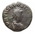 D/ Impero Romano - Teodosio II. 402-450 d.C.Ae. Cizico SMKB. R/ CONCORDIA AVGG Vittoria frontale.Ratto 191.Peso gr. 0,80. Diametro mm.11,8. qBB.Patina verde.R.