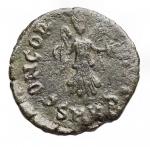 R/ Impero Romano - Teodosio II. 402-450 d.C.Ae. Cizico SMKB. R/ CONCORDIA AVGG Vittoria frontale.Ratto 191.Peso gr. 0,80. Diametro mm.11,8. qBB.Patina verde.R.