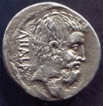R/ BRUTO (54 a.C.). Ar Denarius (3,80 gr. - 18 mm.). D.\: BRVTVS. R.\: AHALA. Craw. 433. qSPL. Raro.