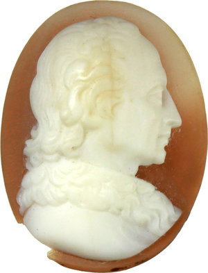 D/  Shell cameo with male bust. 18th century. 21 x 16 mm.