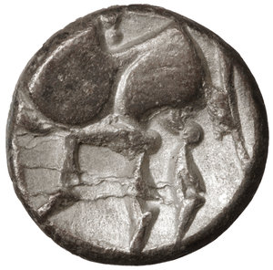R/ Eastern Europe. Imitations of Philip II of Macedon 100 BC. Drachm. 12mm - 1,62 gr. O:\ Stylized laureate head of Zeus right. R:\ Stylized horse prancing left. OTA 204/1-2. XF