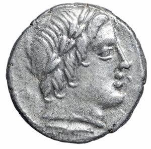 D/ Roman Republic. Anonymous. Denarius. 86 BC. 4.1 gr. – 19.14 mm. O:\ Laureate head of Apollo Vejovis right, thunderbolt below. R:\ Jupiter in quadriga right, hurling a thunderbolt. Syd 723, Cr350a/2. EF