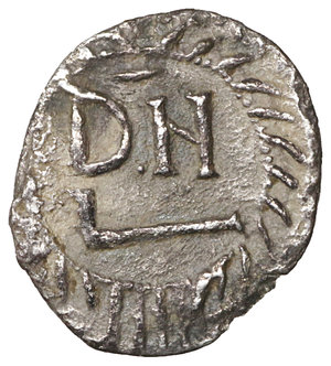 R/ GERMAN TRIBES THE VANDALS. Thrasamund, 496-523. Half siliqua, Carthage 496-523. 0,72 gr. - 12,7 mm. O:\ DN RG THRA – SAMVNDVS Pearl-diademed, draped and cuirassed bust r. R:\ DN within wreath. BMC Vandals 12. MIB 6a. MEC I, 17. Old cabinet tone. VF+. R2