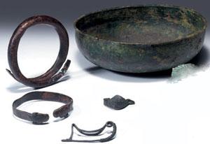 obverse:  Cinque oggetti in bronzo Materia e tecnica: bronzo fuso e l