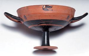 reverse:  Kylix attica a figure nere tipo lip cup Materia e tecnica: