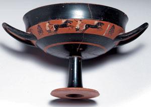 obverse:  Kylix attica a figure nere tipo band cup Materia e tecnica:
