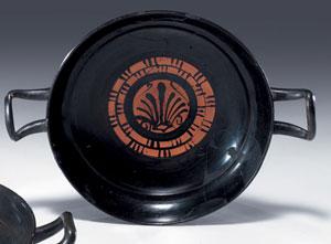 obverse:  Grande kylix a vernice nera Materia e tecnica: argilla figu