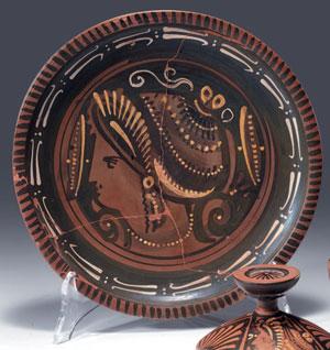 obverse:  Piatto apulo a figure rosse Materia e tecnica: argilla figu