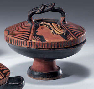 obverse:  Lekanis apula a figure rosse Materia e tecnica: argilla ros