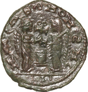 R/ Barbaric Coinage.  AE Follis.  D/ Head of Constantine I. right, helmeted and cuirassed. R/ Two Victoriae standing facing each other and holding shield supported by altar.  AE. g. 2.46  mm. 18.00    About VF.