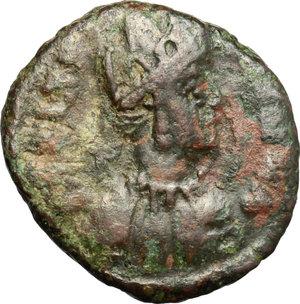 D/ Theoderic (475-526). AE Decanummium, Ravenna mint, 512-522.  D/ Bust of Ravenna right, turreted, draped. R/ City-monogram in wreath. MIB 72a. AE. g. 2.84  mm. 11.50  R.  Good F.