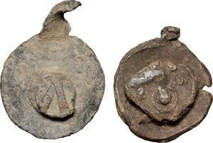 R/  Lot of 2 Byzantine bullae.     PB.     On both pieces traces of another bulla attached. F.