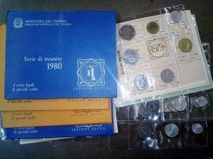 obverse: REPUBBLICA ITALIANA Lotto di 10 serie annuali