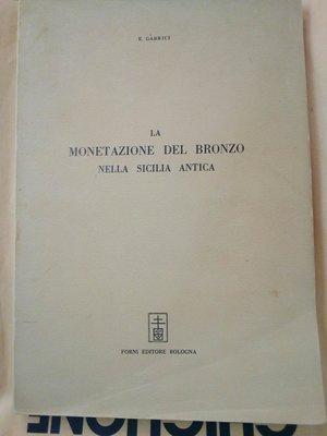 obverse: GABRICI E. La Monetazione del Bronzo nella Sicilia antica, 213 pagg. di testo e 10 tavv. f.t. - 21 x31 cm - brossura - ristampa Forni ed. 1969 Bologna.