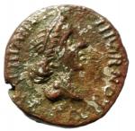 obverse: Impero Romano. Augusto. 18 a.C. Magistrato monetario P. Petronius Turpilianus. Denario Suberato. D/ Busto della dea Feronia verso destra TVRPILIANVS III VIR FE RON. R/ Guerriero parto restituisce insegna legionaria CAESAR AVGVSTVS SIGNIS RECEPTIS. RIC.99. Peso 3,69 gr. Diametro 18,66 mm. MB\BB. ex Tintinna 73 lotto 173 aggiudicata ma non pagata.