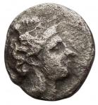 obverse: Mondo Greco - Lucania, Thurium.IV sec. a.C. Diobolo. Ag. D/ Testa di Athena a destra, che indossa elmo decorato con mostro Scilla.R/ Toro cozzante a destra. Peso gr. 0,77. qBB.