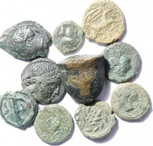 obverse: Lotti. Mondo Greco. Lotto di 10 monete in discreto stato di conservazione, tra cui Siracusa, Marsiglia, Agrigento, Mesembria, Himera ecc..