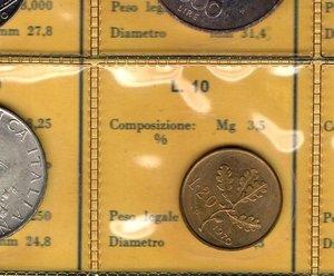 R/ Repubblica Italiana. Serie divisionale 1970. 9 valori  di cui  1000 Lire e 500 Lire. Ag. 20 lire con P invece che R. Gig. S.4. FDC. Confezione originale della Zecca. R.
